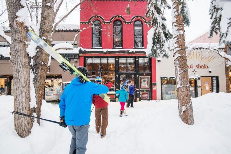RedOnion.Skiers.jpg